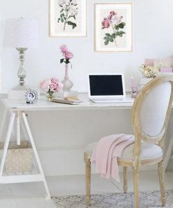 Plakat vintage kwiaty róż Domowe biuro w stylu shabby chick wiejski dworek styl romantyczny dekoracje home office Plakaty vintage